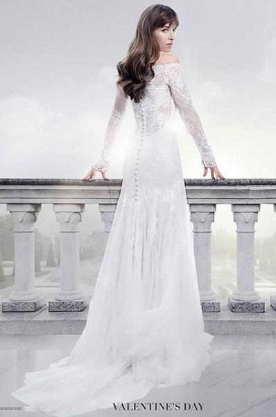 Дакота Джонсон примерила свадебное платье