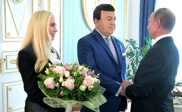 Иосиф Кобзон: «Петербург подарил мне любимую жену и тещу»