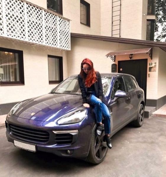 Ляйсан Утяшева и Павел Воля показали свои роскошные авто