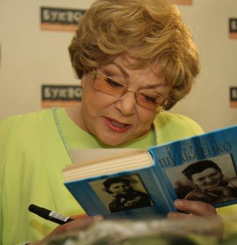 Эдита Пьеха вспомнила о воровстве в Санкт-Петербурге