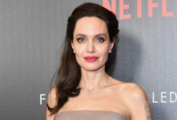 Анджелина Джоли отказалась отвечать на вопрос о разводе с Брэдом Питтом