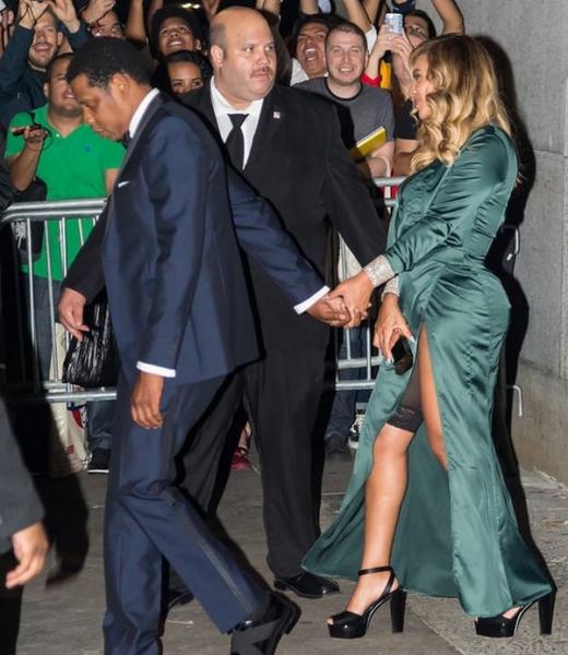 Бейонсе надела под платье утягивающее белье
