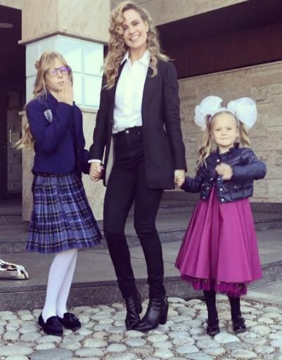 Первое сентября: знаменитости проводили детей на школьные линейки