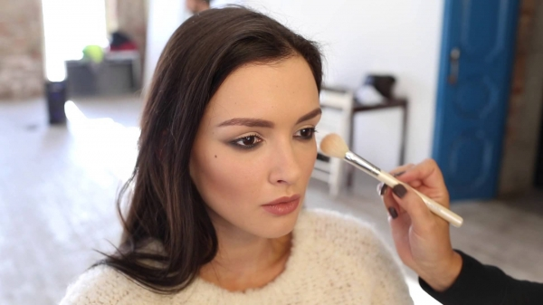 Паулина Андреева вышла в свет без капли макияжа