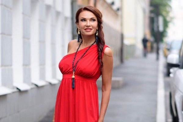 Эвелина Бледанс не рассказала о своем разводе даже родным