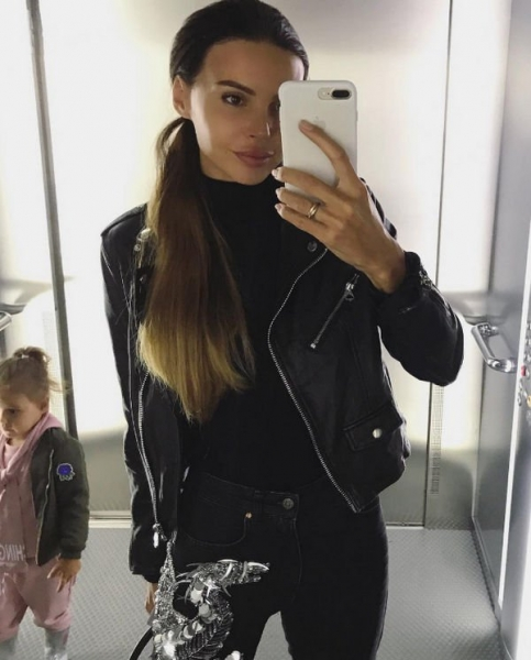 Оксана Самойлова вынуждена ходить с дочерью по врачам