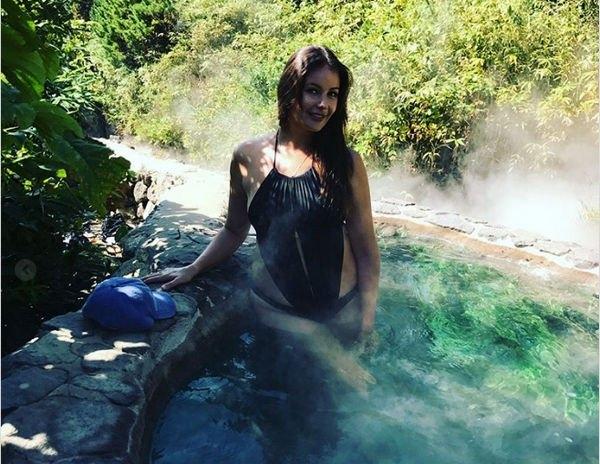 Оксана Федорова восхитила фотографией в купальнике