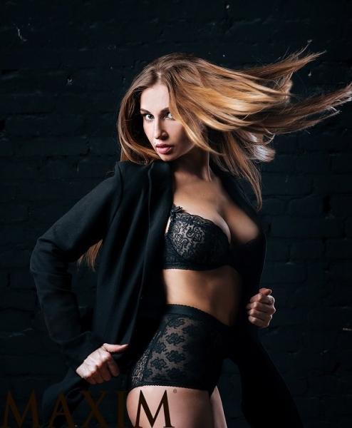 Роскошная модель Натали Соболева оказалась на страницах мужского издания Maxim
