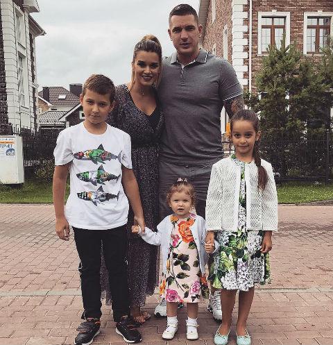 Муж Ксении Бородиной сводил дочь в салон красоты