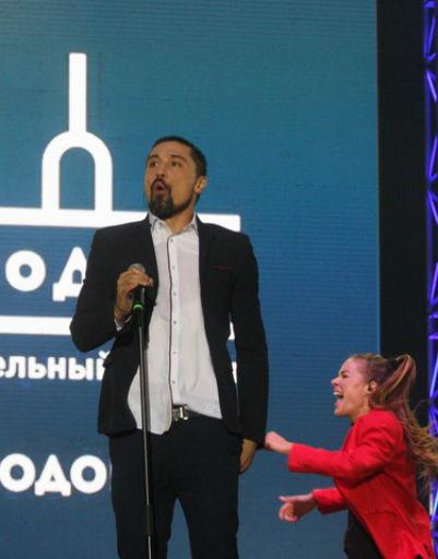 Билан посмеялся над песней Шуфутинского