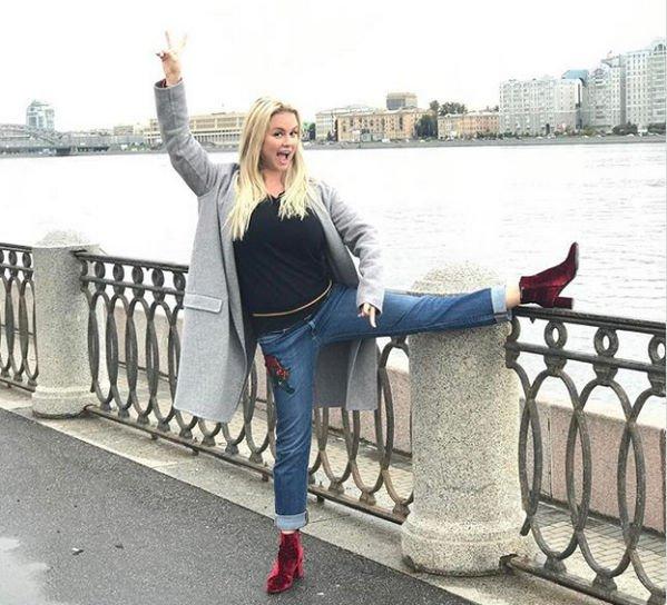 Анна Семенович показала идеальную растяжку