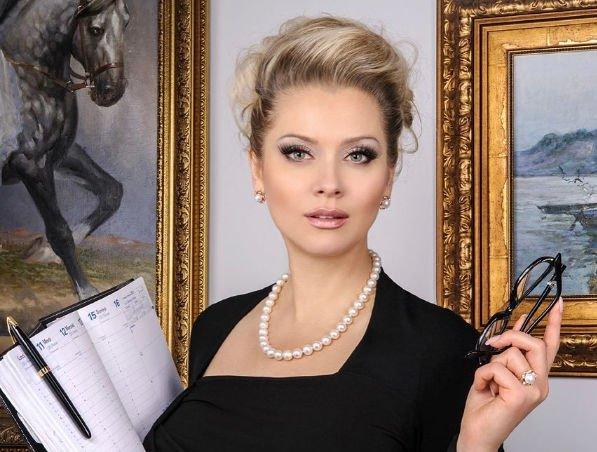 Лена Ленина оказывает помощь маме Александра Барыкина