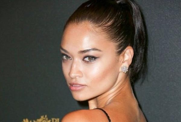 Модель Шанина Шейк надела на вечеринку Vogue совершенно прозрачное платье