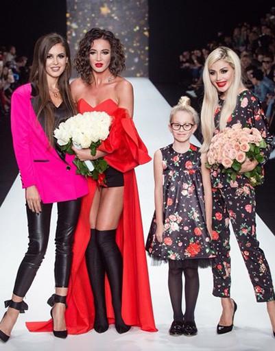 Ольга Бузова в прозрачном платье вызвала овации на Неделе моды