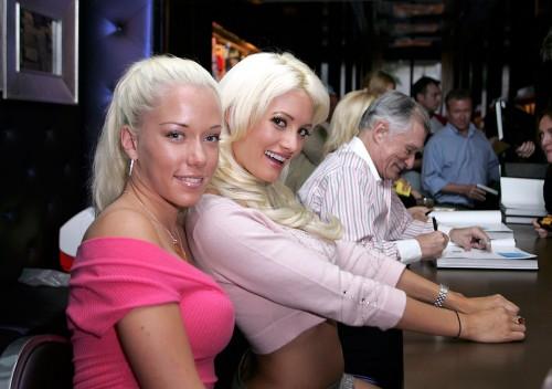 Жизнь в особняке Playboy с воспоминаний Холли Мэддисон и Кендра Уилкинсон