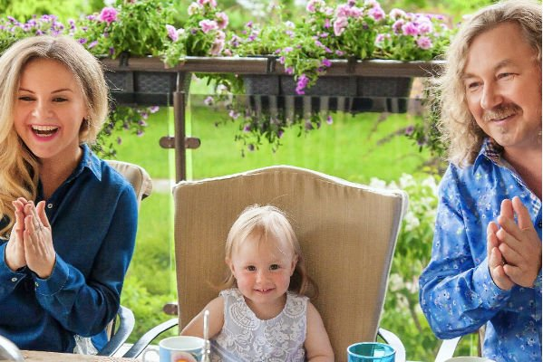 Юлия Проскурякова показала редкие фотографии дочери, поздравив ее с двухлетием
