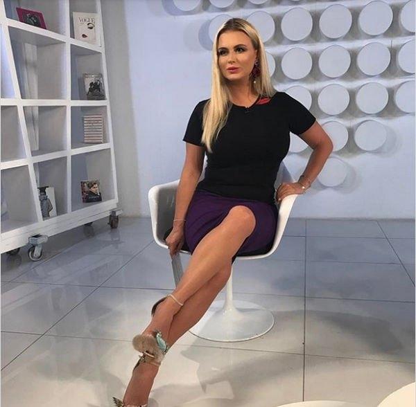 Анна Семенович продемонстрировала стройную фигуру