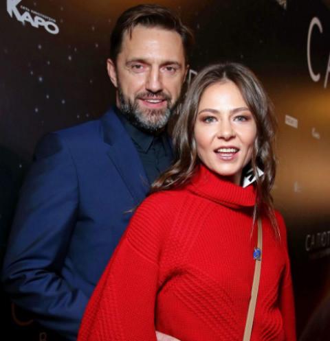 СМИ сообщают о беременности Лядовой от Вдовиченкова
