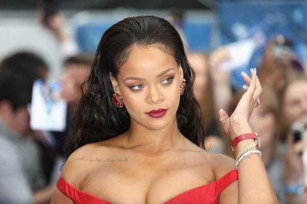 Пользователи сети раскритиковали образ Рианны на обложке Vogue