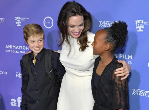 Анджелина Джоли произвела фурор нарядом от российского дизайнера