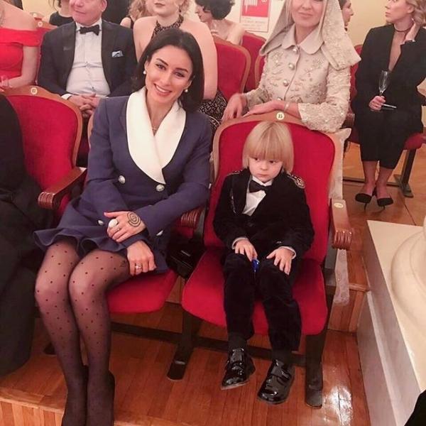 Тина Канделаки поразила подписчиков возмутительно откровенным нарядом