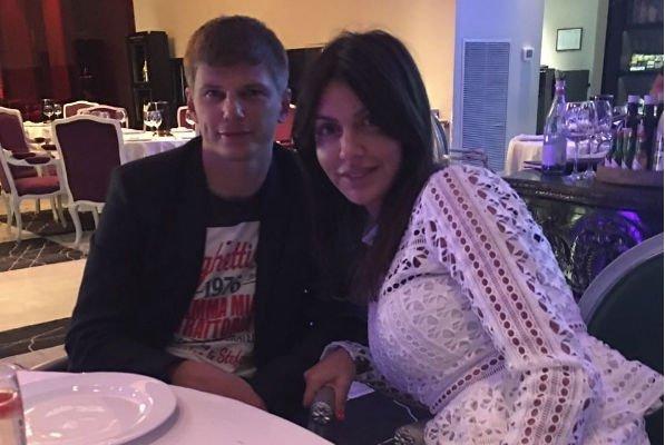 Андрей Аршавин и его жена не забывают о романтике в отношениях