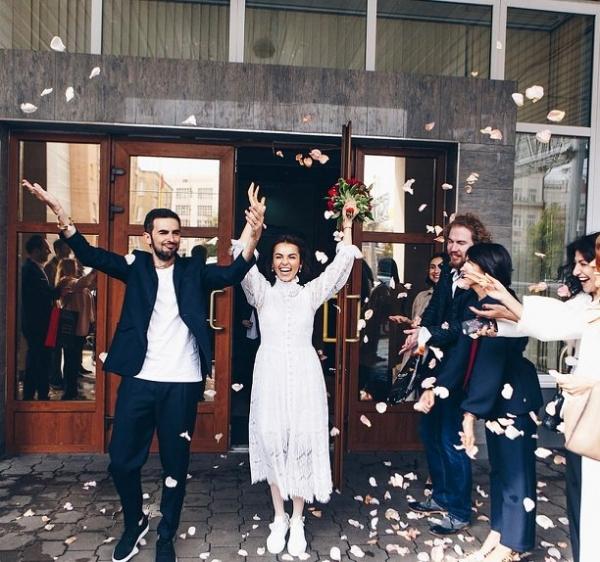 Певица Сати Казанова скрыла реальную дату свадьбы