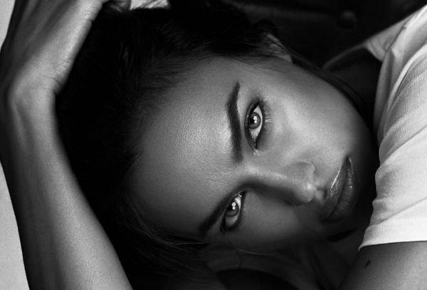 Ирина Шейк произвела фурор новыми откровенными снимками