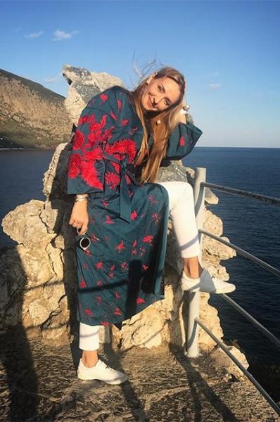 Татьяна Навка показала снимки с отдыха в компании мамы