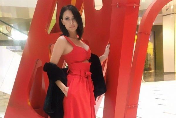 Элина Камирен уедет в другой город ради работы, бросив дочку
