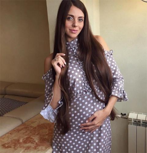 Беременная Ольга Рапунцель настойчиво требует у мужа развода