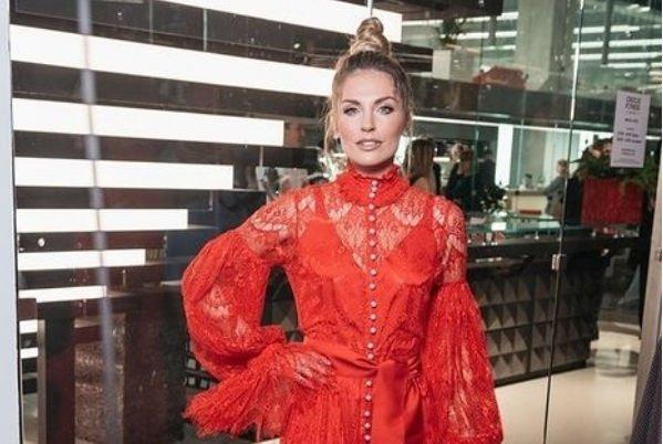 Саша Савельева и ее супруг приковали внимание всех на себя