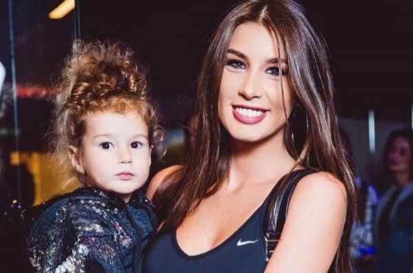 Кети Топурия с дочкой впервые вышла в свет после обнародования информации о разводе