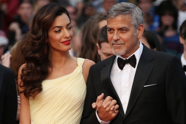 Новый наряд Амаль Клуни вызвал неоднозначную реакцию в сети