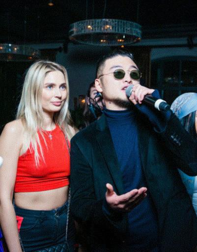 Анна Седокова растрогала друзей на вечеринке