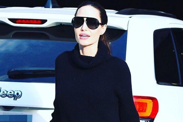 Фанаты ужаснулись костлявым ногам Анджелины Джоли