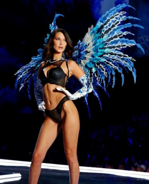 Белла Хадид шокировала всех целлюлитом на показе Victoria's Secret