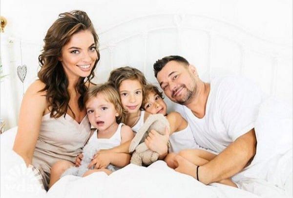 Сергей Жуков растрогал фанатов семейной фотографией