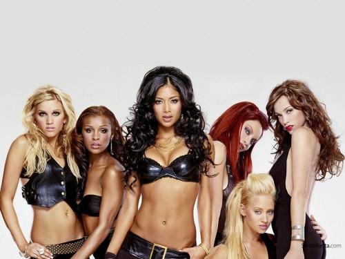 The Pussycat Dolls вернулись на сцену на фоне секс-скандала