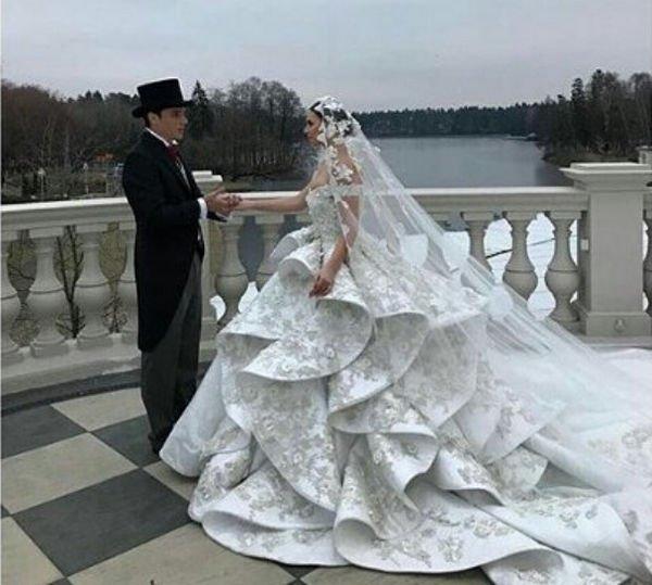 В Сети опубликованы первые фотографии со свадьбы Саши Артемовой и Евгения Кузина