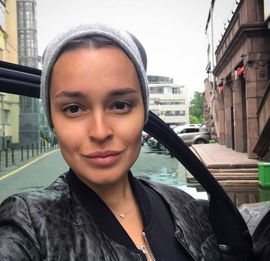 Анфиса Чехова поделилась переживаниями после смерти близкой подруги