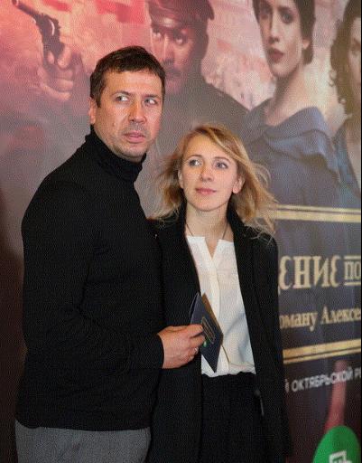 Чиповская, Снигирь и Ходченкова блеснули на революционном кинопоказе