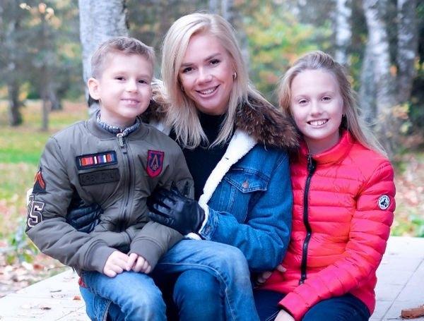 Беременная Анастасия Трегубова похвасталась своим дипломом