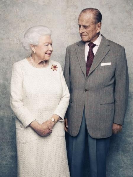 В сети появились кадры, приуроченные к 70-летию брака королевы Елизаветы II и принца Филиппа