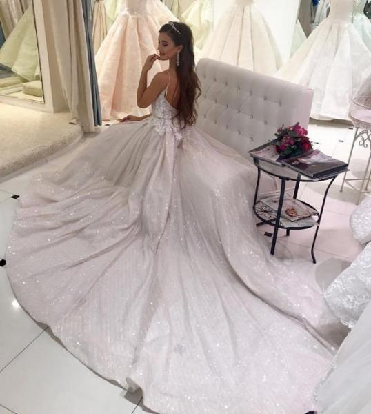 Анна Бузова озадачила фотографией в свадебном платье