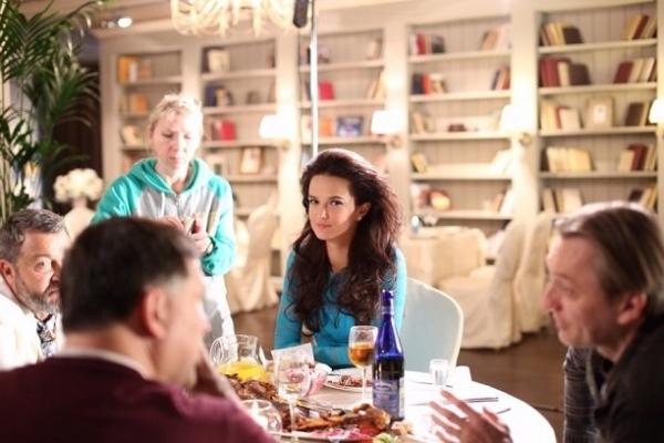Актриса Аделина Шарипова стала украшением мужского журнала FHM