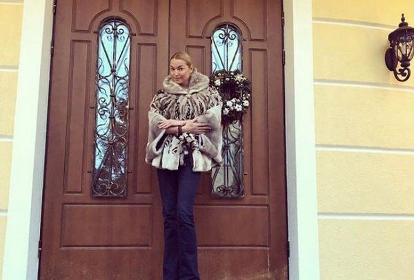 Анастасия Волочкова готова простить бывшего любовника за 10 миллионов долларов