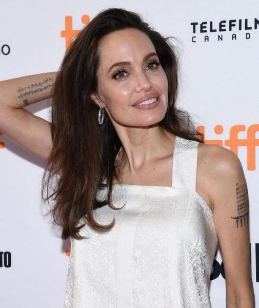 Анджелина Джоли заставляет беспокоиться о своем здоровье, так как весит меньше своей дочери