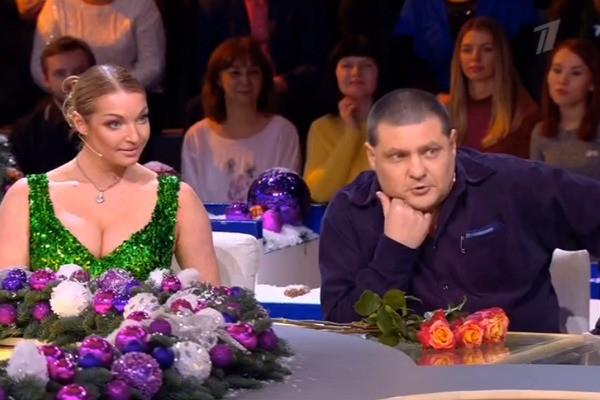 Лариса Гузеева упрекнула Анастасию Волочкову за откровенное декольте