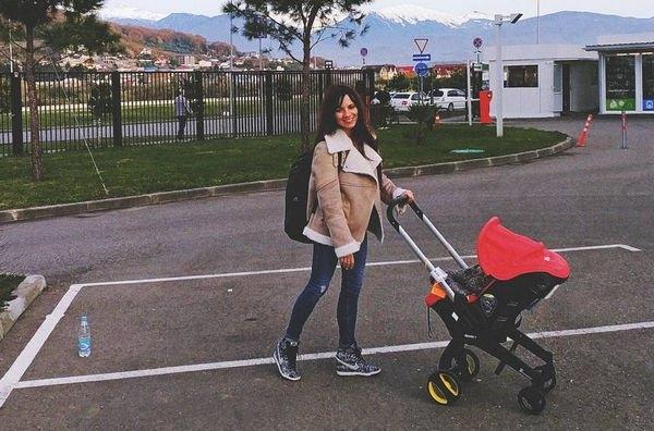 Светлана Светикова поразила стройной фигурой, впервые после родов появившись на мероприятии